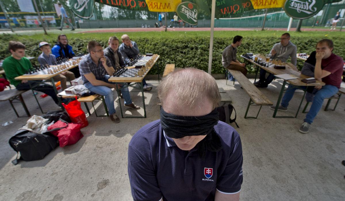 1d32d0777d682 Milan Pacher vytvoril slovenský rekord v šachu naslepo - Šport SME