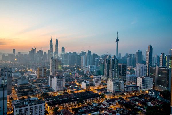 Kuala Lumpur, lákavá metropola vo dne v noci.
