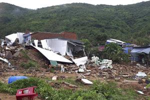 Následky zosuvu pôdy vo vietnamskej provincii Nha Trang.