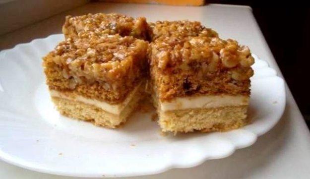 Jedinečný orechovo-medový koláčik