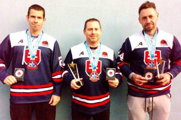 Oporami slovenskej reprezentácie boli aj Zvolenčania. Traja z nich boli vyhlásení aj za najlepších hráčov jednotlivých zápasov. Zľava: Peter Mojžiš, Michal Chovan a Ján Turan.