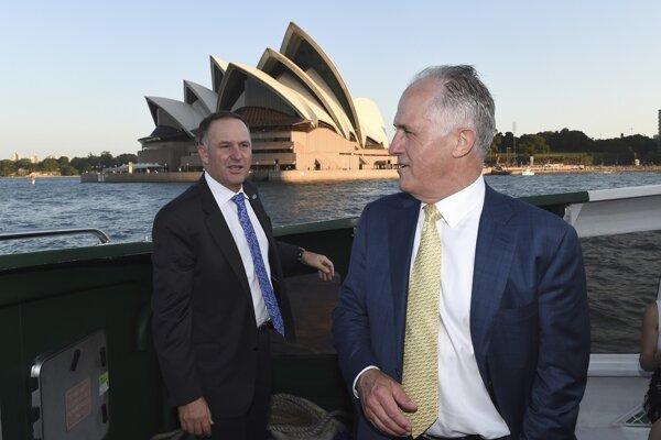 Austrálsky premiér Malcolm Turnbull (vpravo) a premiér Nového Zélandu John Key.