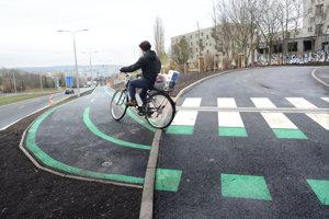 Súčasťou nového dopravného riešenia je aj cyklochodník.