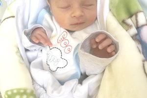 Laura Molnárová z Tekovských Lužian porodila 21. októbra druhorodeného synčeka ALEXA. Malý Alex po narodení meral 49 cm  a vážil 2,9 kg. Sestričku čaká doma 6-ročná Dominika.