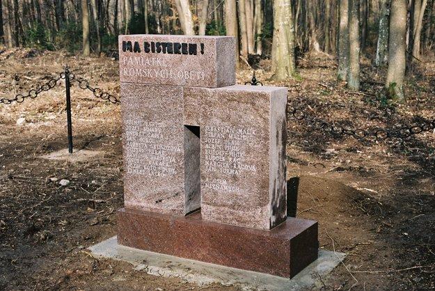 Pamätník s menami obetí, ktoré sa podarilo zistiť.