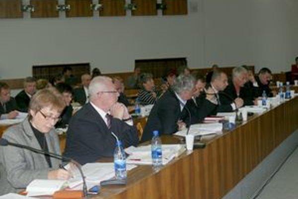 Zasadnutie zastupiteľstva. Zmenu rozpočtu poslanci neschválili.