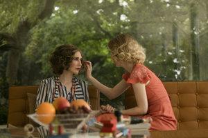 Carice van Houten a Hanna Alstrom v snímke Sklenená izba.