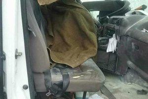 Vodič neprežil, traja spolujazdci v dodávke sa zranili.