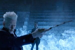 Johnny Depp v scéne z filmu Fantastické zvery: Grindelwaldove zločiny.
