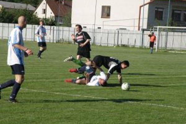 Visolaje (v bielom) nedotiahli zápas s Košecou do úspešného konca.