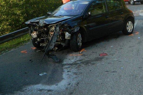 Vážna dopravná nehoda včera podvečer zablokovala horský prechod Huty.
