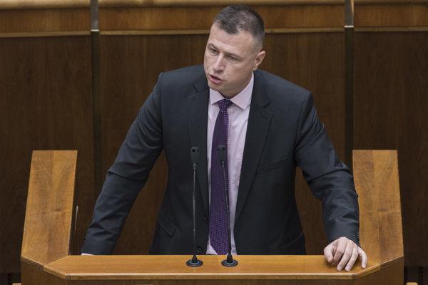 Na snímke minister spravodlivosti SR Gábor Gál počas hodiny otázok v rámci rokovania 38. schôdze Národnej rady SR 6. decembra 2018.