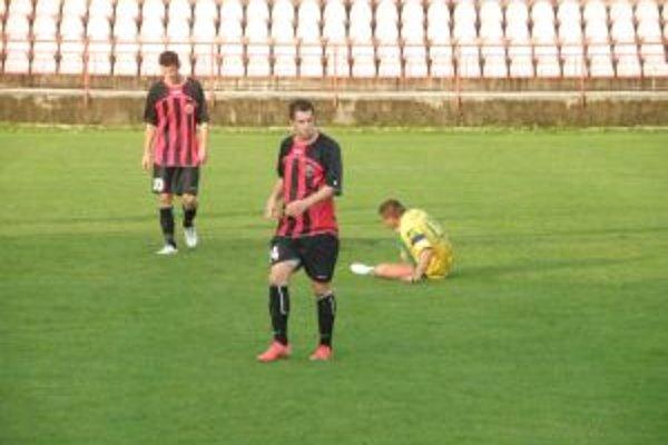 Púchovčan Šupák (druhý zľava) okrem gólu nastrelil brvno a dva góly pripravil spoluhráčom.