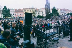 Viki Olejárová na proteste v Prešove.