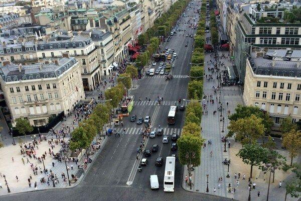 Pohľad z parížskeho Víťazného oblúka je možný len jediný deň v roku. Inokedy je zatvorený.