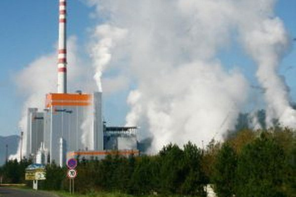 Pri vstupe do Ružomberka z východu dominuje mestu stavba regeneračného kotla z ton betónu a ocele.