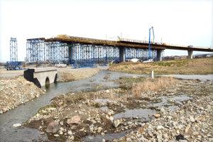 Stavba diaľnice pri Košiciach.