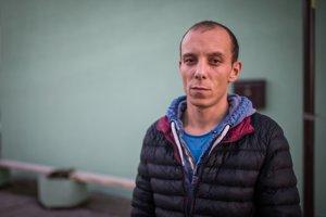 Nikolič Aleksandar čaká na svoju mzdu v ubytovni v Leopoldove.