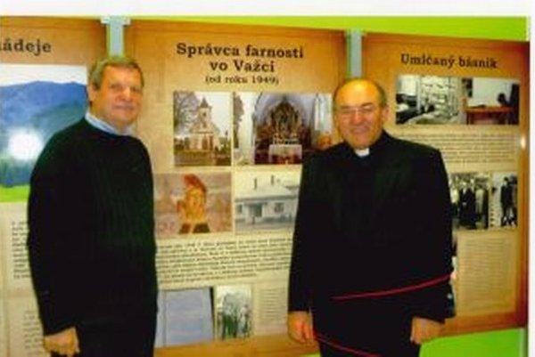Jeden z organizátorov storočnice  Janka Silana Mons. Anton Tyrol (vpravo) a spisovateľ a znalec diela J. Silana Štefan Packa.Výstavu pripravila Slovenská národná knižnica v Martine, premiéru  mala v Spišskej Kapitule, odtiaľ ju preniesli do Diecéz
