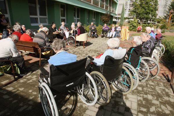 Domov dôchodcov v Žiari nad Hronom. Záujemcov je veľa, miesta nestačia.