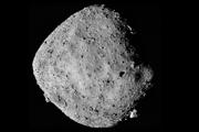 Záber asteroidu Bennu vznikol zo vzdialenosti 24 kilometrov od telesa. Povrch by mal byť bohatý na molekuly vody.