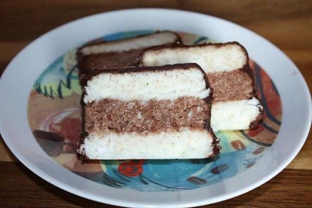 Nepečené kokosové rezy