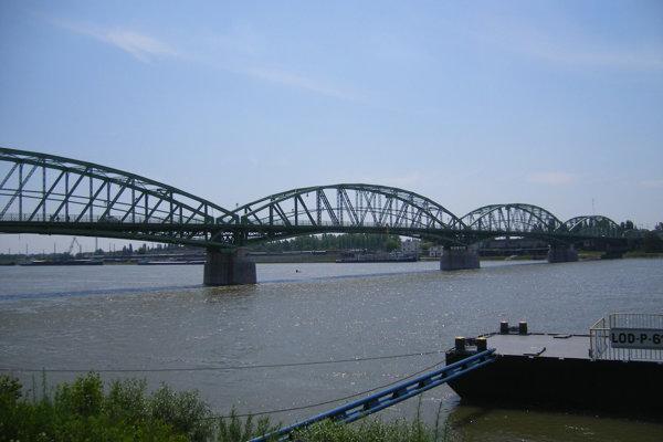 Most spojí Komárno a Komárom.