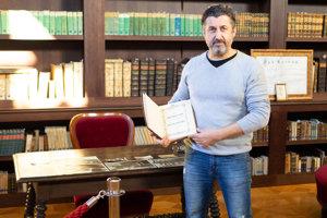 Správca knižnice Peter Králik.