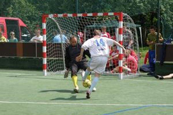 V Lednických Rovniach sa hral bojovný futbal a diváci sa rozhodne nenudili.