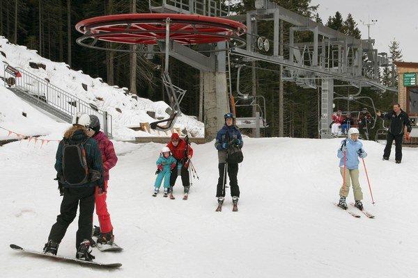 Prevádzkovatelia lyžiarskych stredísk ale aj ubytovatelia majú dôvod na radosť.