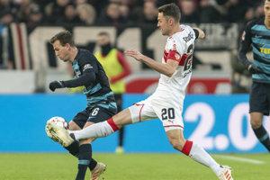 Christian Gentner (vpravo) v zápase proti Herthe Berlín.