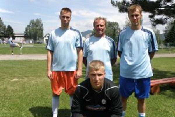 V hornom rade zľava Milan, otec Gabriel a Gabriel mladší. Dole najmladší Tomáš.