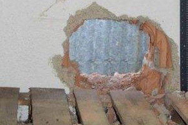 Vzniknutú škodu odhadli zatiaľ na vyše 3 200 eur.