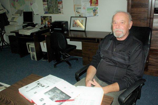 Jaroslav Balhárek sumarizuje údaje oNHL už štyridsať rokov.