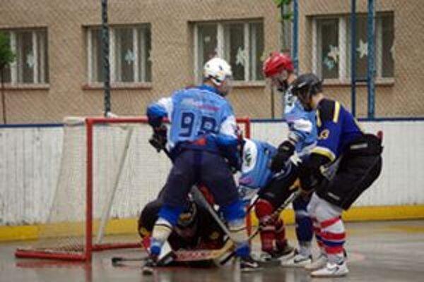 Začali sa majstrovstvá Slovenska U °18 v hokejbale - mamut Cup 2010.