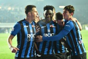 Futbalisti Atalanty Bergamo sa tešia z víťazstva nad Laziom Rím.