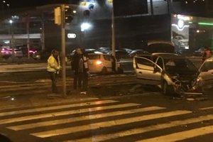 Pri nehode sa zranila jedna žena.