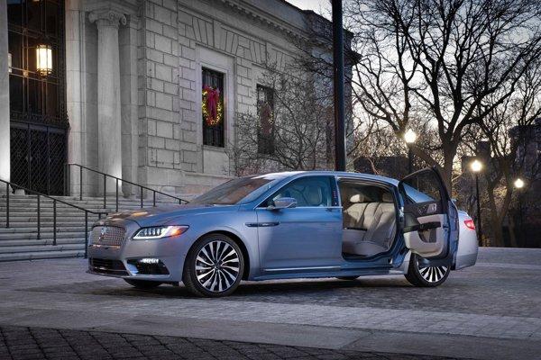 Lincoln Continental dostal k oslave osemdesiatky opačné otváranie dverí