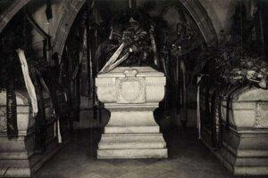Sarkofág Františka II. Rákócziho a jeho druhov v Dóme sv. Alžbety.