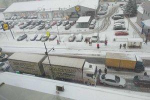 V Sabinove sa zrazil kamión s dvoma osobnými autami.