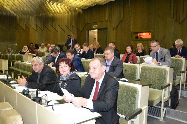 Humenskí poslanci sa zišli na prvom pracovnom rokovaní.