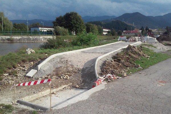Vyše dvestometrový úsek by mali dokončiť do konca septembra.
