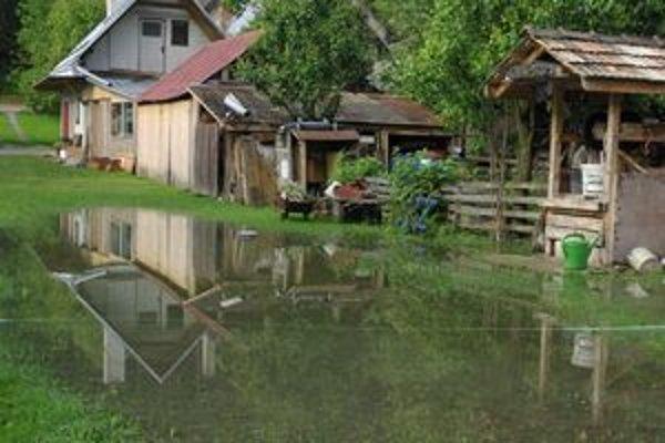Voda podvečer už opadla, ráno ju mali ľudia pri chalupách. Záhrady boli celkom zaplavené.