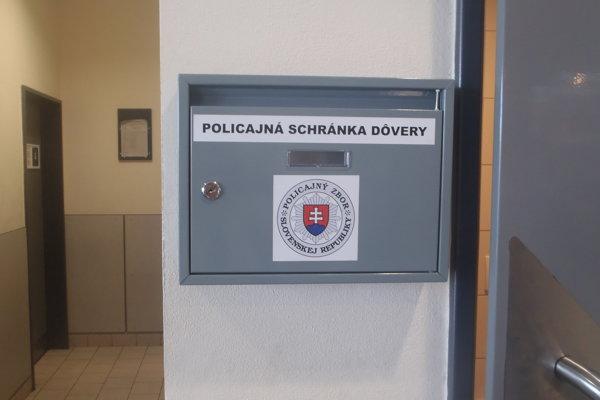 Policajná schránka dôvery v OC Kaufland.