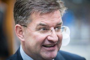 Následne minister zahraničných vecí Miroslav Lajčák podal demisiu.