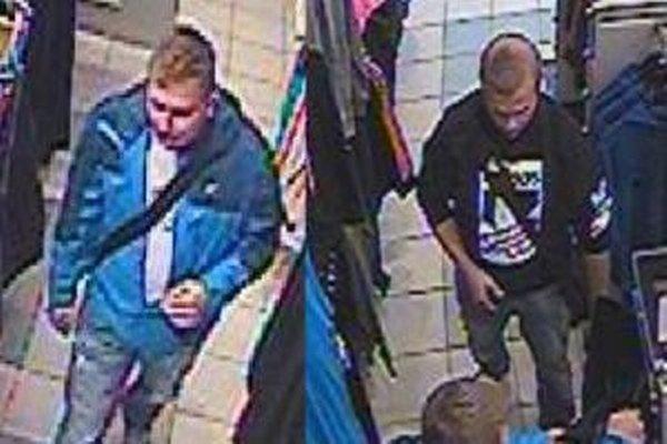 Polícia zisťuje totožnosť mužov, ktorých zachytil kamerový systém.