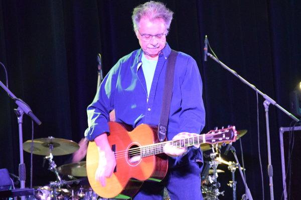 Pavol Hammel počas koncertu v Lučenci