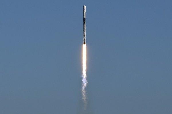Raketa Falcon 9 odštartovala z floridského Mysu Canaveral.