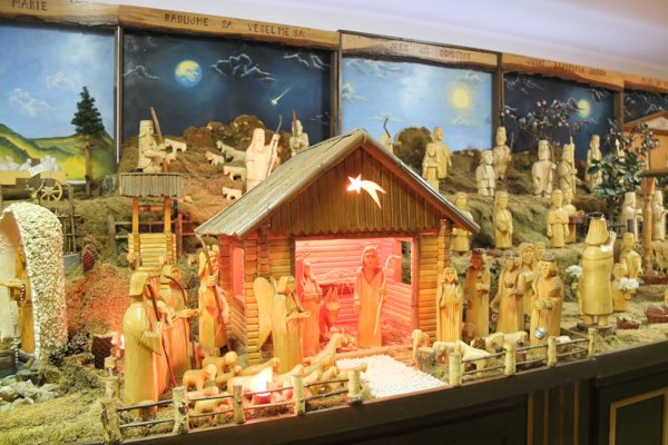 Betlehem zachytáva známe biblické výjavy aj scény z bežného života dedinčanov.