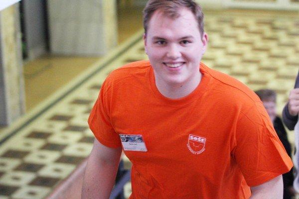 Patrik Jurík vo svojej škole ako sprievodca záujemcov o štúdium na nej počas dňa otvorených dverí